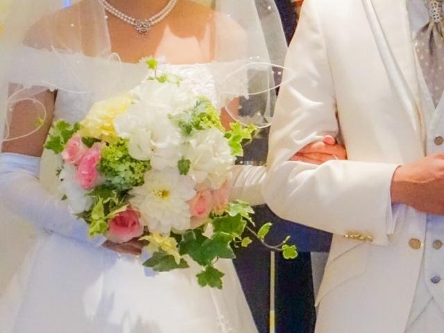 結婚式 腕組み